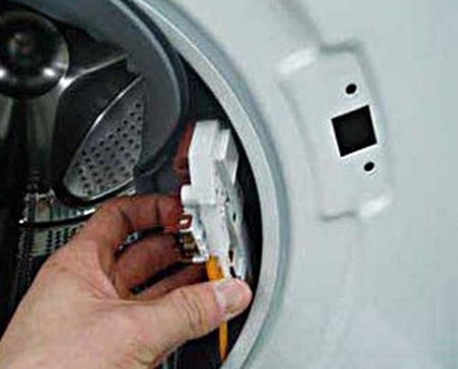 Замена датчика блокировки люка на стиральной машине Ariston